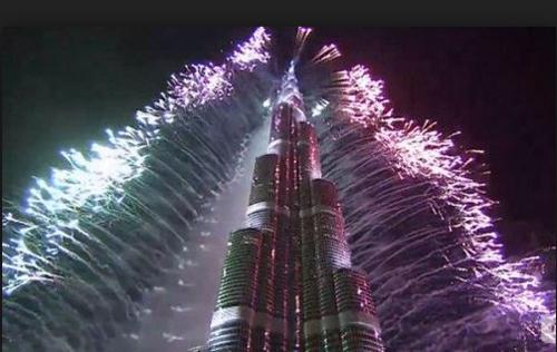 Màn bắn pháo hoa chào 2015 tại tòa nhà cao nhất thế giới Burj Khalifa