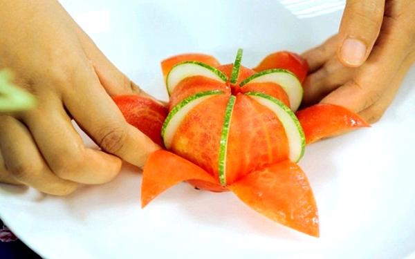 Cách tỉa hoa cà chua xinh