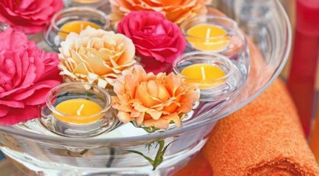 Hoa và nến lãng mạn ngày Valentine