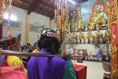…về đến điện Tam Bảo gặp Phật tổ Như Lai
